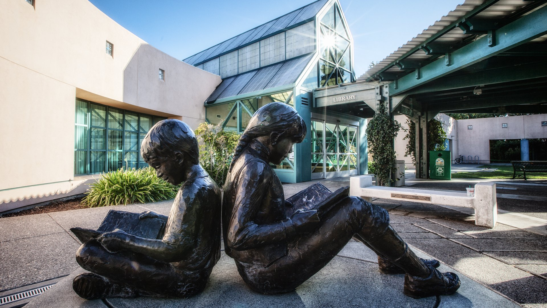 From art galleries to theater and public works of art, explore Vacaville's thriving art scene.